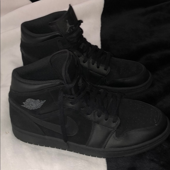 Jordan Other - Air Jordan 1 Retro Mid🖤